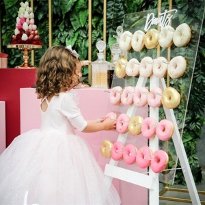 acrylic donut wall display stand